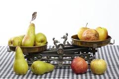 Сравните яблока к грушам Стоковые Изображения