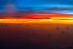 Сравните явление красного захода солнца крови неба естественное стоковое изображение