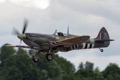 Сражение RAF военно-воздушных сил Великобритании lXc LF Mk Spitfire Supermarine полета Британии мемориального - MK356 Стоковые Фото
