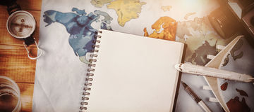 Сразу над съемкой дневника с картой и камерой Стоковое Фото