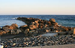Средиземное море на вечере лета стоковые фотографии rf