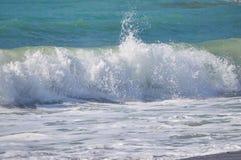 Средиземное море свои волны стоковое фото