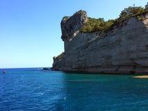 Средиземное море, скала водой, побережье Антальи стоковая фотография