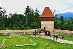 Средневековая башня Трансильвания Румыния крепости Râșnov стоковые фотографии rf