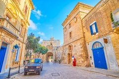 Средневековая защитительная башня в Mdina, Мальте стоковые изображения rf