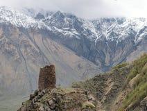 Средневековая каменная башня на горе стоковое фото