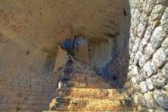 Средневековая лестница в крепости Ston, Peljesac, Хорватии стоковое фото