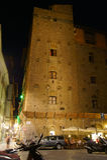 Средневековая ноча в многоэтажном здании в Флоренс Стоковые Изображения RF