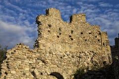 Средневековая стена замка Baradello, раскрытая в 1159 Озеро Como Италия стоковые изображения rf