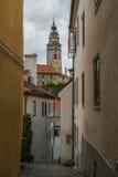 Средневековая улица в историческом центре Cesky Krumlov Стоковые Изображения