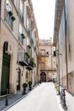 Средневековая улица в старой части Палермо стоковое фото rf