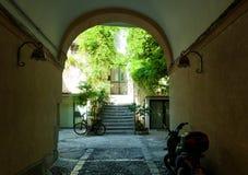 Средневековая улица в старой части Cefalu стоковое фото rf