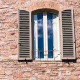 Средневековое окно стены Стоковое Изображение