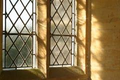 средневековое окно стоковая фотография