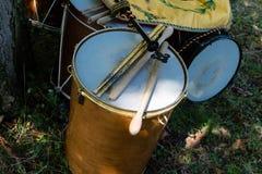 Средневековые барабанчики во время средневекового исторического re-введения в силу Стоковое Изображение