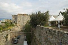 Средневековые крепостные стены в Савоне, Италии стоковое фото