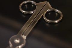 Средневековые медицинские инструменты, деталь винтажных инструментов хирурга стоковая фотография rf