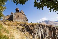 Средневековый армянский монастырь Saghmosavank, расположенное около ущелья реки Kassakh Армении стоковые фото