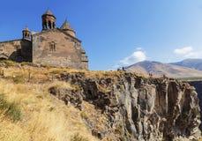 Средневековый армянский монастырь Saghmosavank, расположенное около ущелья реки Kassakh Район Ashtarak стоковые фотографии rf