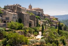 Средневековый городок вершины холма Gordes Провансаль стоковые изображения rf