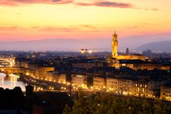 Средневековый город Флоренса на заходе солнца стоковые изображения rf