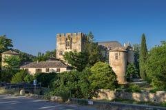 Средневековый замок на времени захода солнца, в старом en Провансали Allemagne деревни, Провансаль стоковое изображение