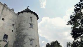 Средневековый замок на холме сток-видео