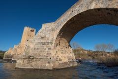 Средневековый мост над Эбро в Frias, Бургосе, Испании Стоковые Фотографии RF