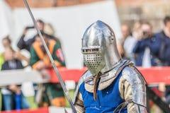 Средневековый рыцарь swordfighting Стоковые Изображения