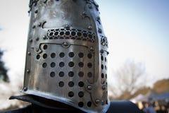 Средневековый шлем на человеке Стоковое фото RF