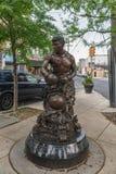 Среднего веса статуя Joey Giardello бойца бронзовая стоковое изображение rf