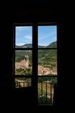 Среднеземноморская деревня в горах Tramuntana, взгляд Valldemossa, красивый ландшафт острова Испании Майорки Стоковые Изображения RF