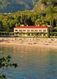 Среднеземноморская роскошная вилла праздника пляжа (Италия) Стоковая Фотография