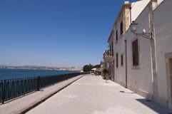среднеземноморской городок syracuse улицы Сицилии стоковые изображения rf
