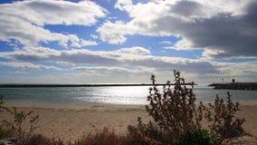 Среднеземноморской пляж снятый в timelapse в Occitania, Франции акции видеоматериалы
