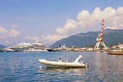 Среднеземноморской порт Черногория, залив Kotor, Tivat, взгляда Марины яхты Порту Черногории Стоковое Изображение