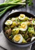 Среднеземноморской салат картошки стоковая фотография rf