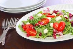 Среднеземноморской салат стиля который здоровый выбор если вы пробуете потерять вес Стоковое фото RF