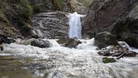 Средний водопад в hlklamm ¼ Schleifmà сток-видео