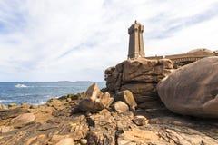 Средний маяк Ruz, Франция стоковые фотографии rf