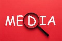 Средства массовой информации под лупой стоковое изображение rf