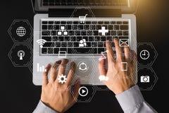 Средства массовой информации цифров выходя на рынок в виртуальном значке стоковые фото