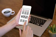 Средства массовой информации WWW программного обеспечения чертежа эскиза плана веб-дизайна и график Стоковое Фото