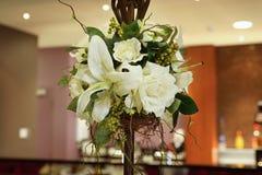 Срезанные цветки в вазе стоковые фото
