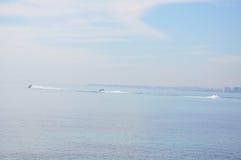 Средиземное море на солнечный день Яхты в море Стоковая Фотография