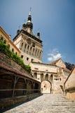 Средневековая башня с часами в месте рождения Draculas стоковые фотографии rf