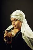 Средневековая женщина с coctail Стоковое Изображение RF