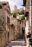 Средневековая итальянская улица стоковые фото