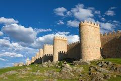 Средневековая стена построенная в стиле Romanesque, Авила города, Испания Стоковые Фотографии RF