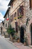 Средневековая улица в Assisi Стоковые Изображения RF